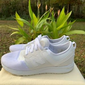 New Balance 724 White Womens Sneaker in a US 8.5.